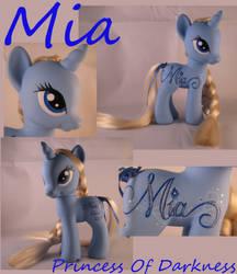 Mia by DeepDarkCreations