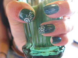 'A walk in the park' Nails by oMARUo