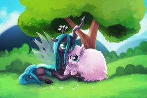 Fluffle Puff and Queen Chrysalis by TsaoShin