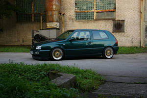 Volkswagen Golf III green by ShadowPhotography