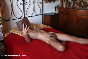 Sexy reader 2 - Photo by Giovanni Dall'Orto, 2018 by giovannidallorto