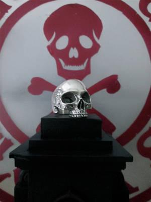 Glassjaw skull ring. by flintlockprivateer
