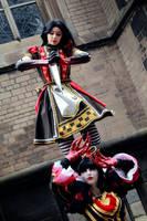 Queen and Alice by IlunaNeko