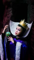 ID: Snow White - Evil Queen by xrysx