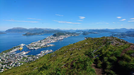 Sukkertoppen view on Aalesund by Sirgattle