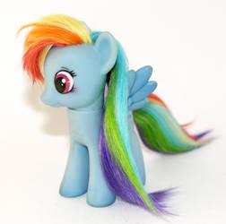 Rainbow Dash by tertunni
