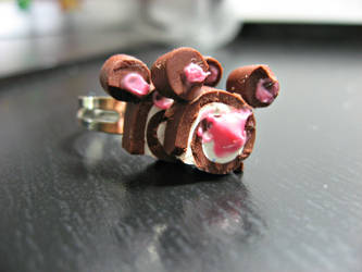 Mickey Mouse Cake Roll Ring by cupcakecutiefriends