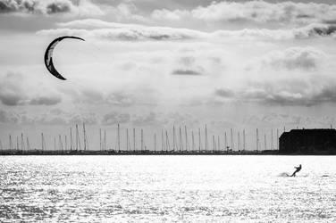 kite surfer by reuschi