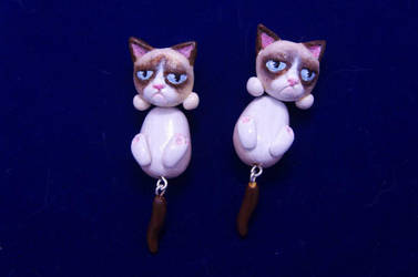 Grumpy cat earrings by seandreea