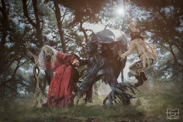 Jen and Augra vs. Garthim - The Dark Crystal by NomesCosplay