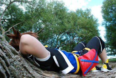 Sora - chillaxing on a brench by mojs