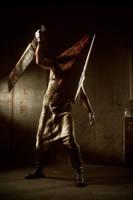 Silent Hill 2 - Pyramidhead cosplay by Aoki-Lifestream