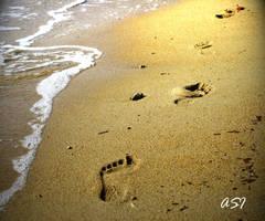 Footprints on sand by Sphongled