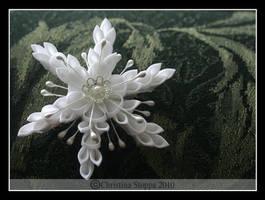 Silver Snowflake by Kurokami-Kanzashi