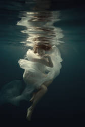 Beauty under water by fly10