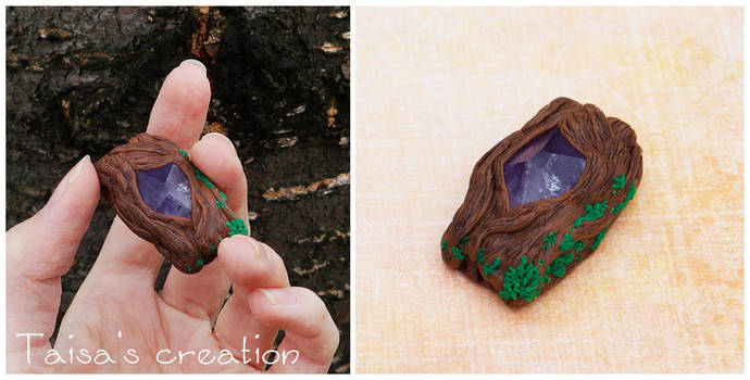 Pendant ''Mystery Heart of a Tree'' by Taisa-Winged