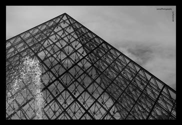 La Pyramide by favocal