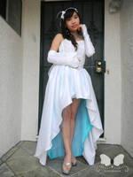 Dressed in White Miku by Kimikotan