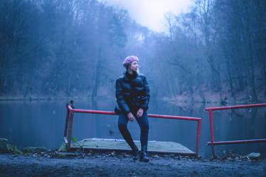 Hanka waiting for Godot by Zoroo