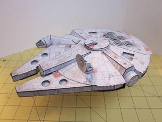 Papercraft Millennium Falcon by enc86