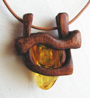 Amber with inclusion - Wood by AmberSculpture
