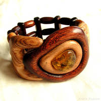 Wooden bracelet on elastic band by AmberSculpture