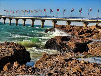 Breaking Shore by olrangelo