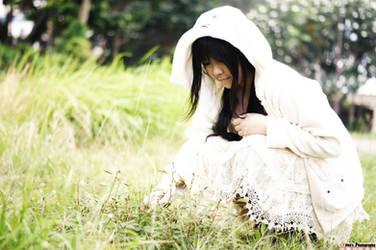 Little White Fluffy Bunny by MiiyuKorner