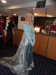 Elsa cosplayer-Sunnycon 2016 by Fran48