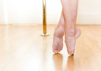Dancer's feet: pointes by Dust-Dragon