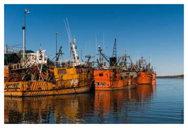 Barcos Pesqueros by oxzidized