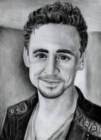 Tom Hiddleston by viki941116