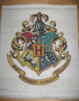 Hogwarts Crest - Cross Stitch by Craftigurumi