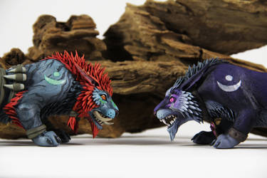 Night Elf and Troll (World of Warcraft sculpture) by ColibriWorkshop