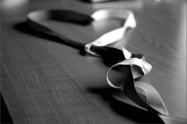 ribbon heart with no scissors by EmslehBob