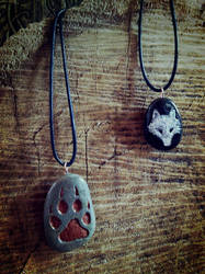 Engraved Stone Wolf Pendants by VoceDelBosco