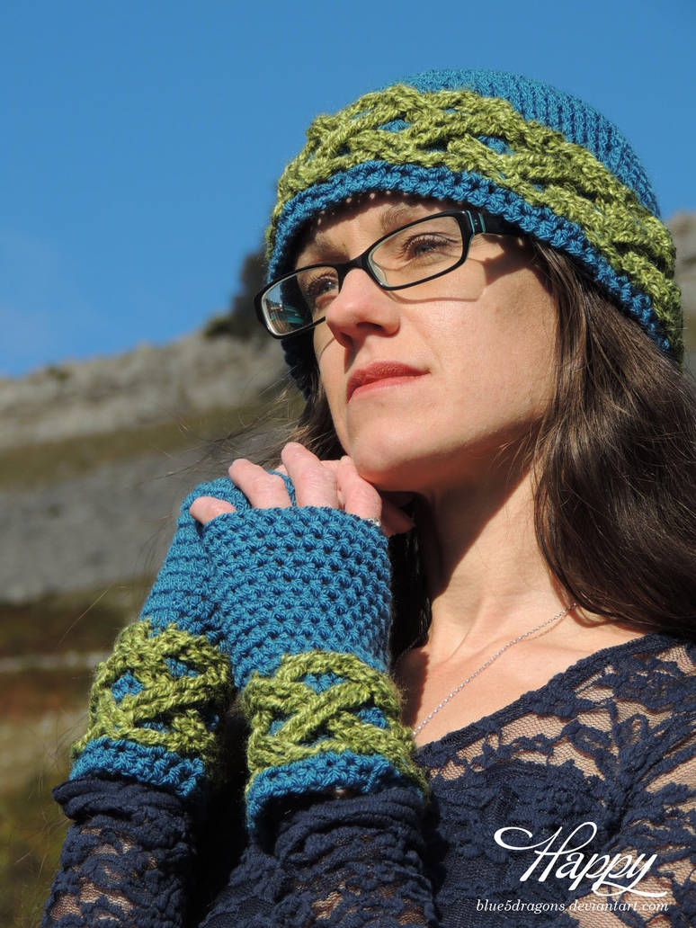 Infinate Waves Hat and Mittens, Celtic Knot by blue5dragons