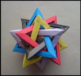 Five Intersecting Tetrahedra by lonely--soldier