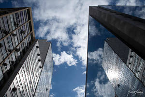 Urbans reflections I by ricardsan