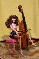 Violoncellist by Menkhar