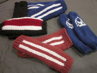 Mass Effect armwarmers by kiapurity