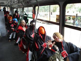 Akatsuki in bus by niikura-sama