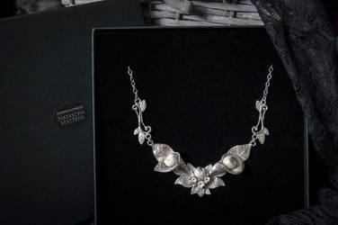 Wisdom teeth necklace by xNatje