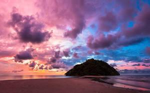 Kelambu beach sunset by JuhaniViitanen