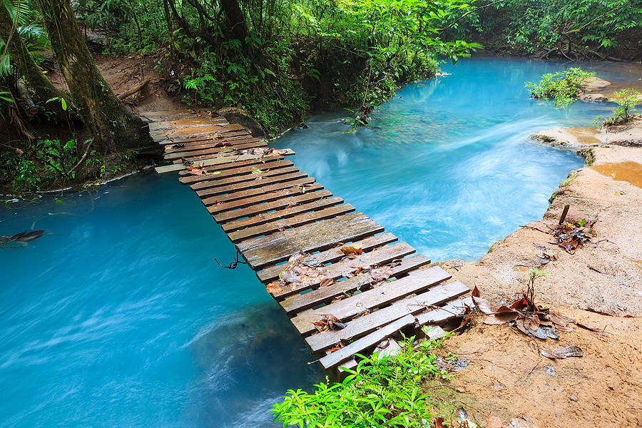 Rio celeste and small wooden bridge by JuhaniViitanen