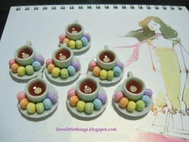 Miniature Rainbow Macarons by ilovelittlethings