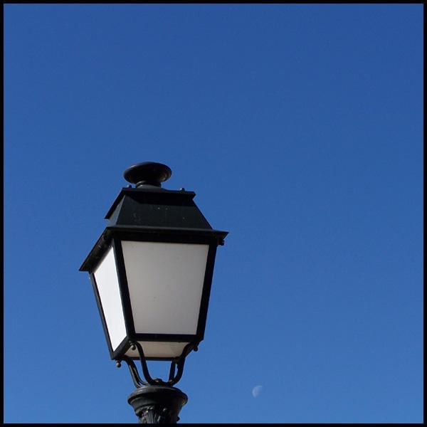 Lune en plein jour 02 by MonsieurG