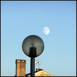 Lune en plein jour 01 by MonsieurG