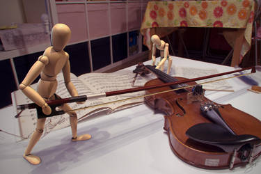 Mannequins Playing the Violin by ShengDaFlashPRo