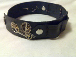 Steampunky utility armband thing by AndroidVeins